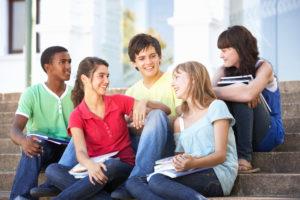 Jeunes en voyage scolaire